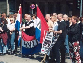 NVU'ers op NPD demonstratie in Essen op 6 mei 2000