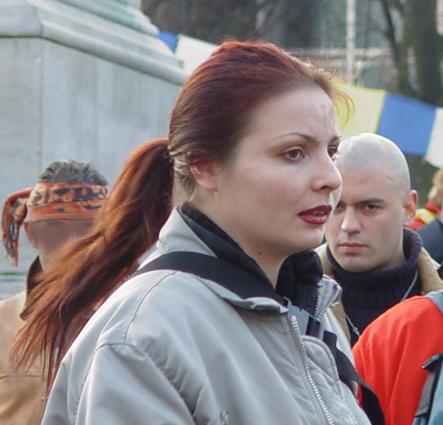 Kapic doet in december 2004 mee aan een linkse Tibetdemonstratie in Den Haag