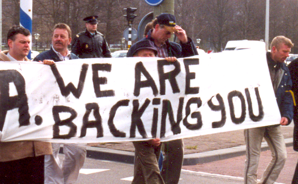 In april 2003 loopt Jan Landman met Ben van der Kooi in een demonstratie van Nieuw Rechts en de Jonge Fortuynisten mee. Helemaal links de latere NA-leider Jan Teijn met naast hem Jan Landman. Ben van der Kooi loopt helemaal rechts.