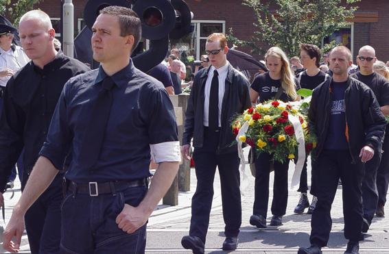 Treurmars van de NVU voor de overleden zwarte weduwe Rost van Tonningen in Rheden in juni 2007