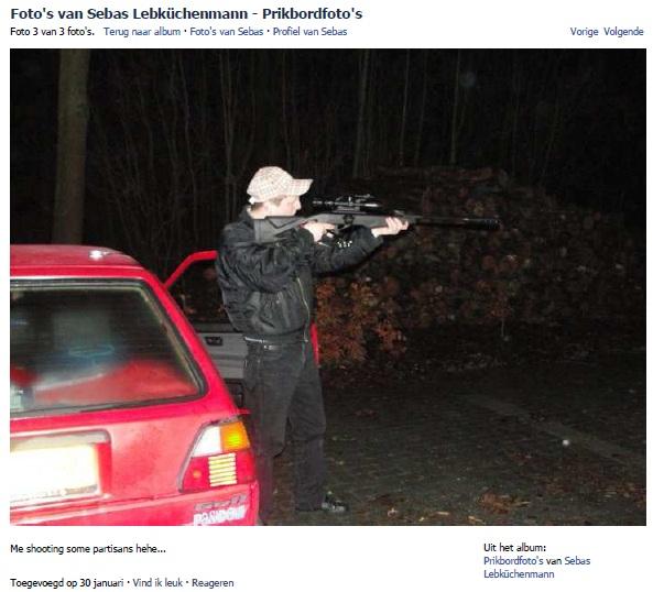 "Sebastian Sportiello met geweer ""shooting some partisans"""