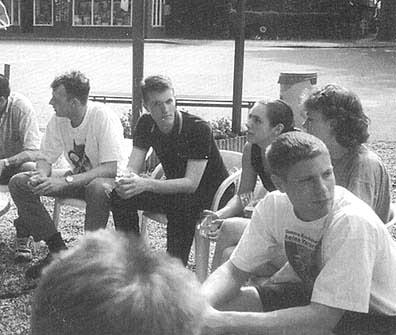 Hubert (midden) met medestanders op het Pinksterkamp van Voorpost in mei 1997