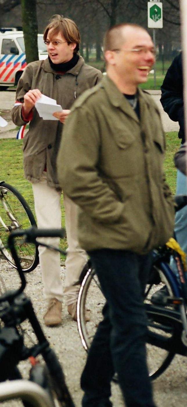 Ruud Bruyns (achter met flyers in de hand) op demonstratie Jong Rechts, 2004