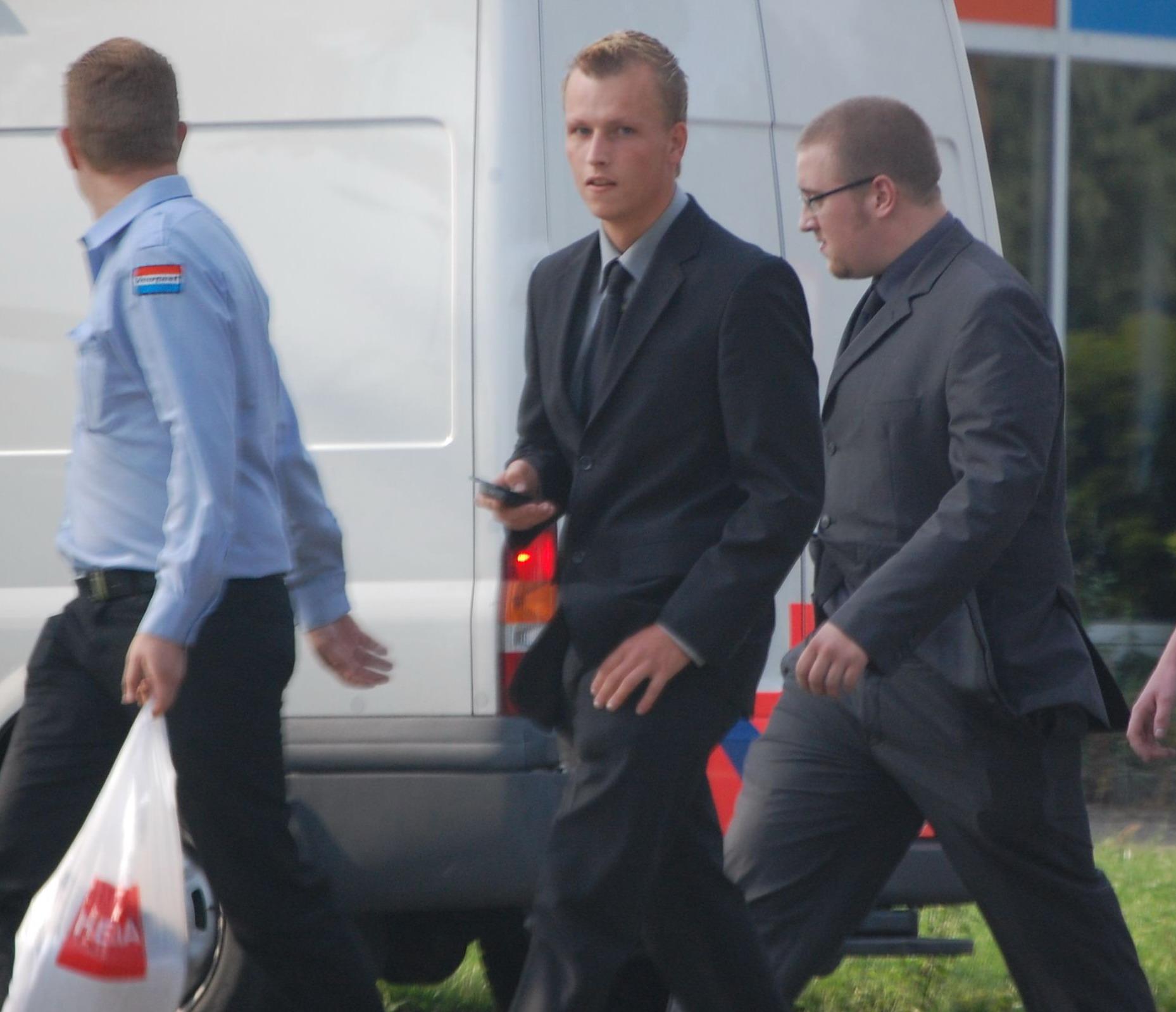 Thomas Wentzel (midden) in actie voor Voorpost met Paul Peters en Tom Schellevis