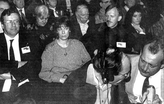 Delegatie van het Nederlands Blok op partijconventie Vlaams Blok in november 1992 Het echtpaar Vreeswijk zit links vooraan.