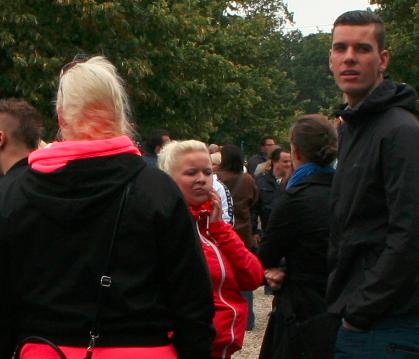 Harm-Jan Smit (rechts) met zijn vrouw en met Alagonda Walda (midden) van Blood & Honour
