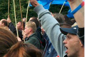 Man brengt meerdere malen Hitlergroet tijdens toespraak Wilders