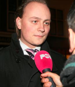 Leefbaar Leiden kandidaat Kok op anti-pedo demonstratie 27 februari 2014, Leiden