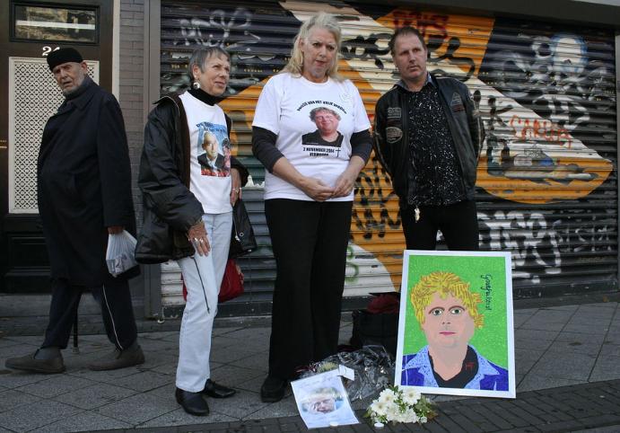 SVP kandidaat Van Tamelen (rechts) op Van Gogh herdenking, 2 november 2011, Amsterdam