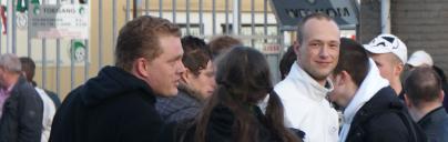 Peters met de activisten Brian van Houdt en Owen Koenekoop op een anti-pedo demonstratie te Leiden, 22 februari 2014. Vijf dagen later organiseert Identitair Verzet een manifestatie in deze stad waarop opnieuw een groep extreemrechtse actievoeders verschijnt