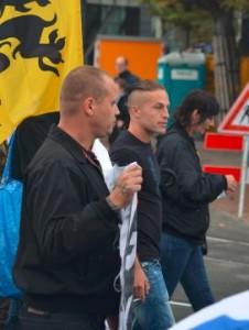 Johnboy Willemse en Patricia Visser van de NVU. Daar tussenin Floris Groeneveld, aanmelder van de demonstratie