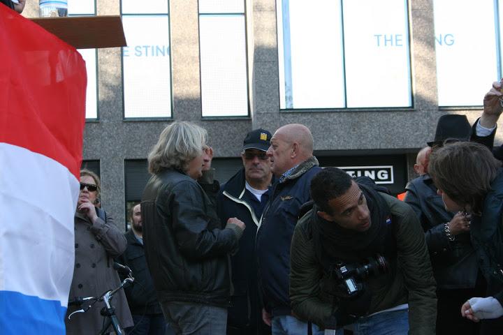 CD-partij-ideoloog Alfred Vierling en voormalige Utrechtse raadsleden Martin de Regt en John Morren praten bij