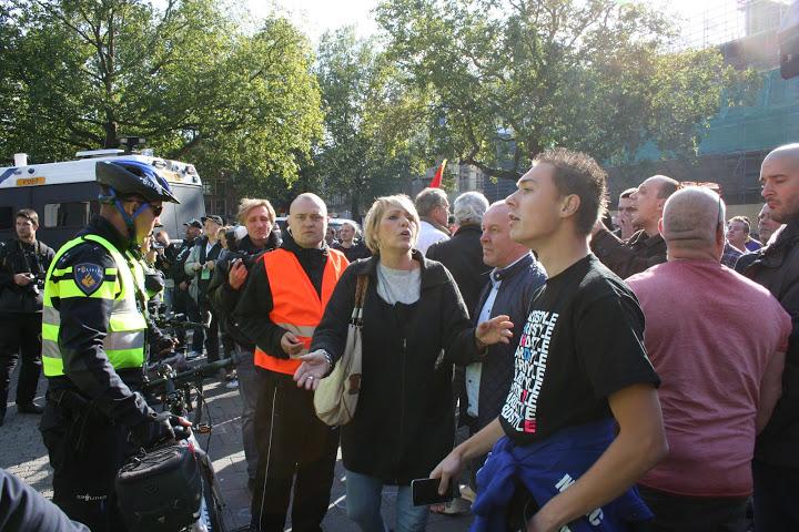 Winny de Jong (ex-LPF Kamerlid) probeert hooligans te kalmeren