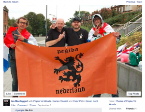 Polfliet (rechts) op EDL demonstratie, Dover 5 september 2015