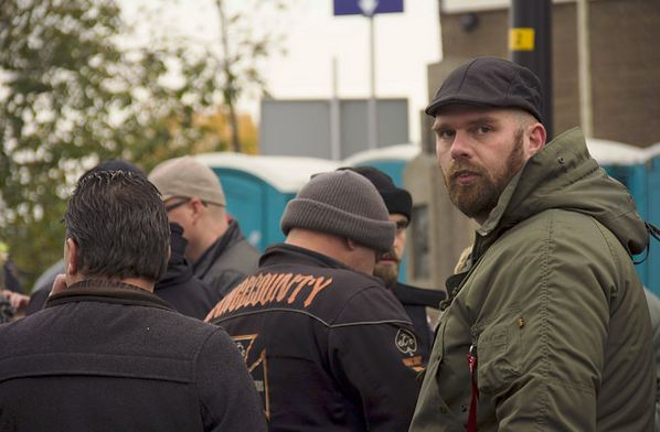 Ronald Kiewiet (pet) with other members 'United We Stand Holland' at NVU demonstration Maassluis, 12 november 2016