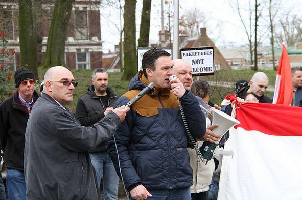 Martin de Regt en Constant Kusters (NVU) bij anti-vluchtelingen-protest,Utrecht (datum)