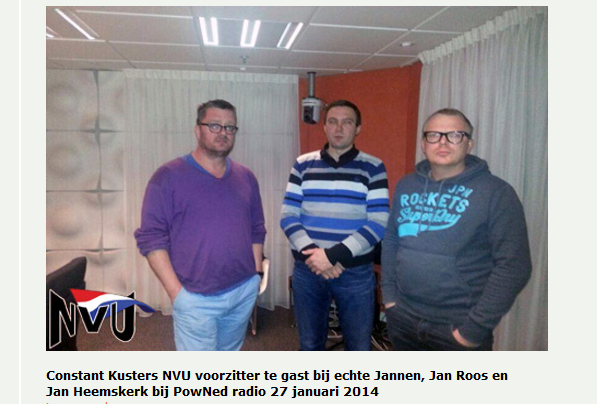 Jan Roos (rechts) met Constant Kusters (midden) in NPO studio, januari 2014 (screenshot website NVU)