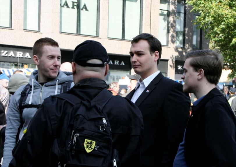 Lanser (in suit) on Pegida demonstration, oktober 2015 Utrecht