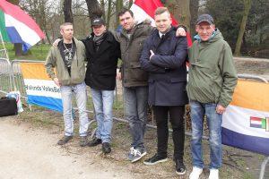 Ben van der Kooi (links) en Jan Menger (blauwe jas) bij Hollands VolksBelang, maart 2016 Den Haag