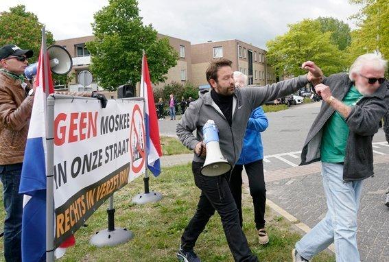 Hugo Kuijper op RiV-actie te Almere, mei 2020